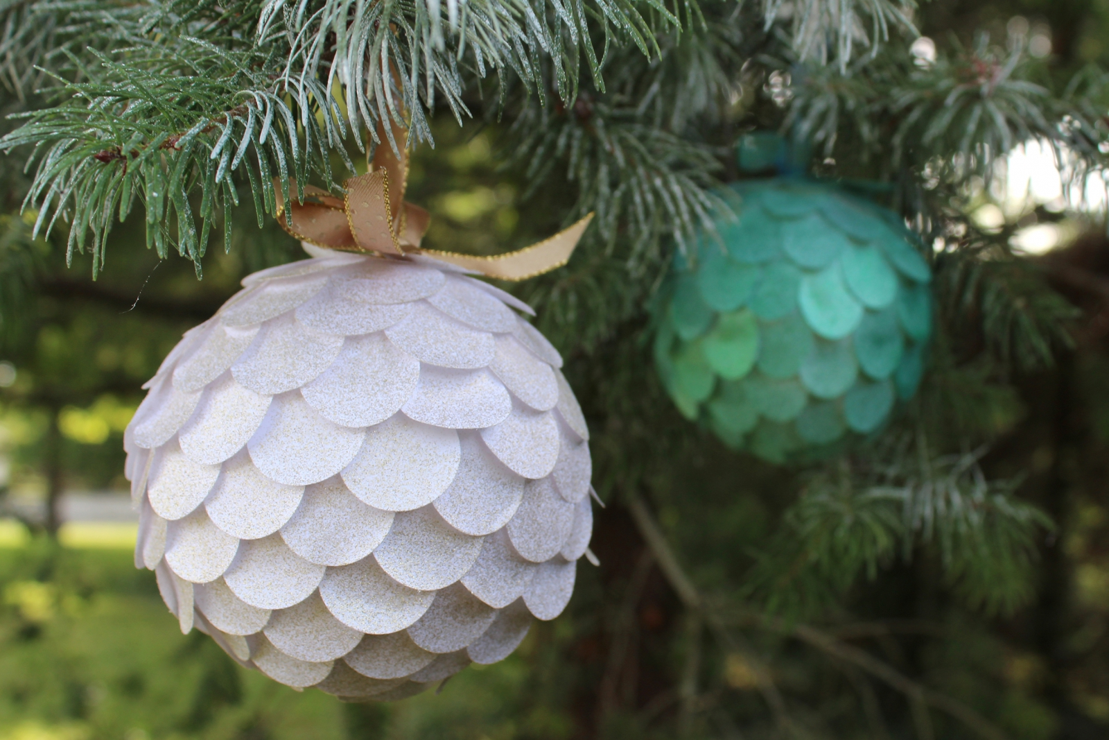 Photo : DIY - Paper Christmas Balls